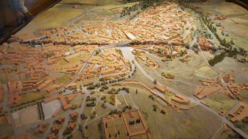 The Segovian aqueduct can also be appreciated when considered in the context of a model. It really dominates the city.